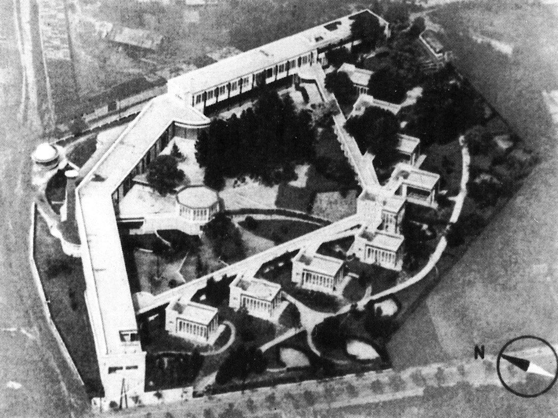 Vue aérienne de l'EPA de Suresnes. Un grand bâtiment protège des vents dominants dix pavillons situés dans un cadre arboré.