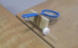 photo de catapulte fabriquée en classe
