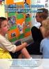 """Jaquette du film """"Le chemin des écoliers"""" illustrée par une photo de trois élèves lisant une affiche en classe"""