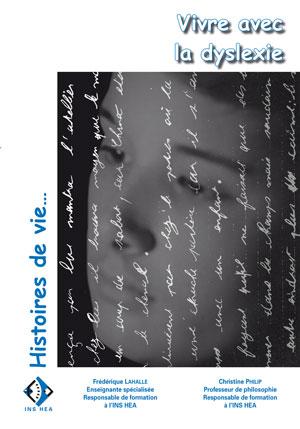 """Couverture de l'ouvrage """"Vivre avec la dyslexie"""", illustrée de la photo d'un visage avec des lignes d'écritures."""