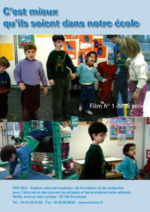 """Jaquette du film """"C'est mieux qu'ils soient dans notre école"""" illustrée par plusieurs photos d'élèves en classe."""
