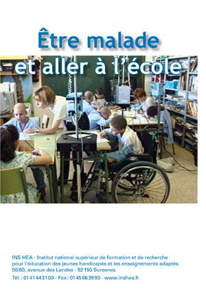 """Jaquette du film """"Être malade et aller à l'école"""". Illustrée d'une photo d'elèves en fauteuil en situation d'apprentissage."""