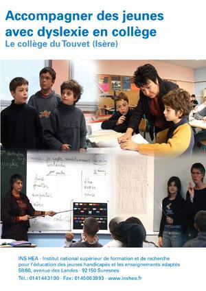 """Jaquette du film """"Accompagner des jeunes avec dyslexie en collège"""" illustrée par trois photos d'élèves en classe."""